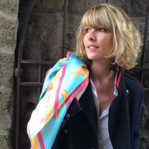 foulard-vierge-pop-art-framboise
