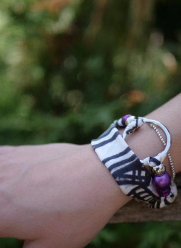 main Maelys bracelet anneau argent gris rayé perles violettes