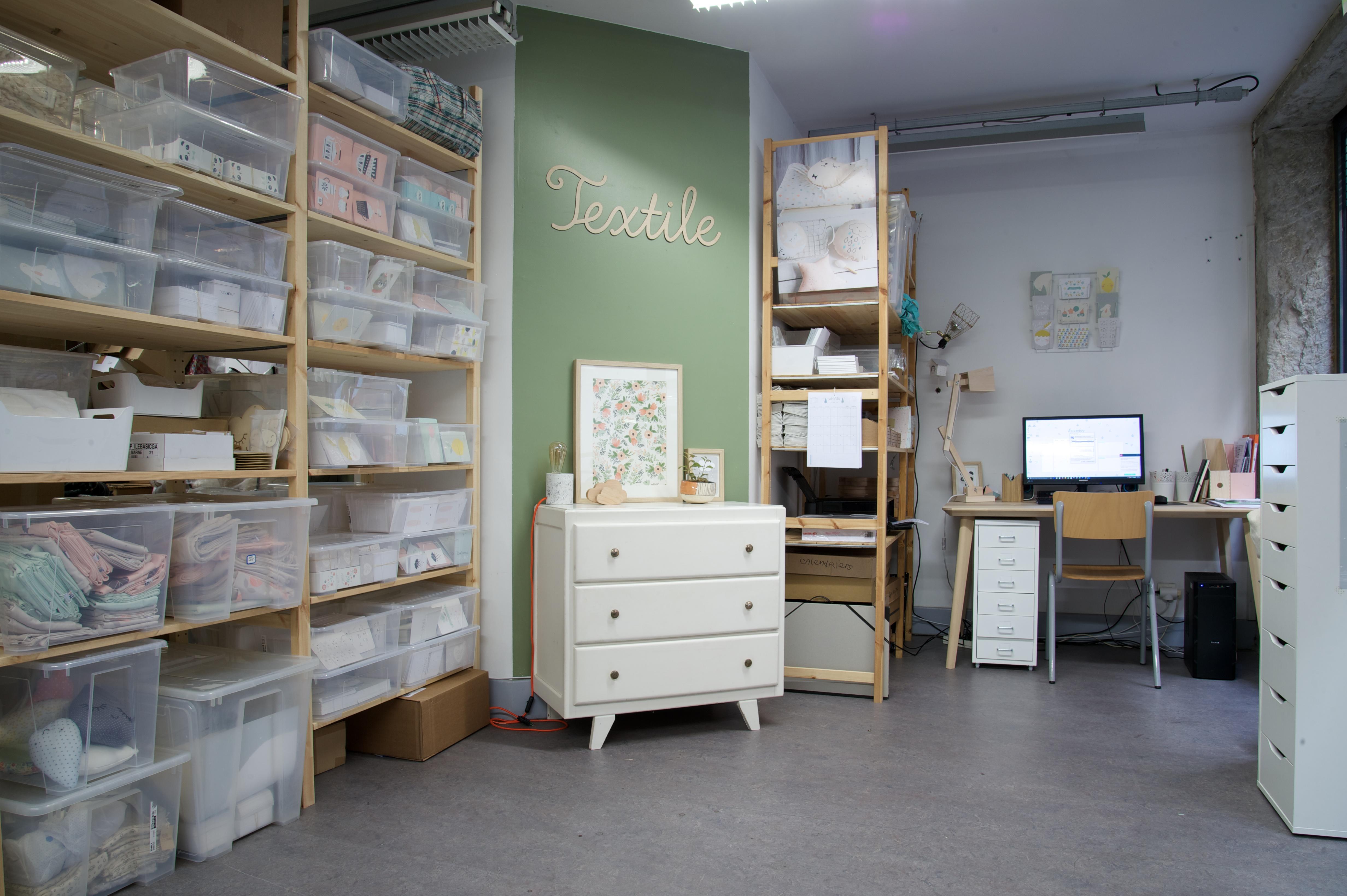 showroom bureau louer au vdc village des cr ateurs. Black Bedroom Furniture Sets. Home Design Ideas