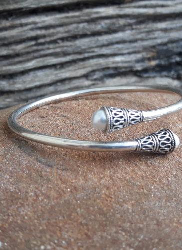 bracelet-jonc-argent-perles-fines-omyoki-bijoux-éthique