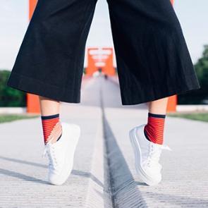 atelier-St-Eustache-chaussettes-transparentes-mode-femme-rouge2