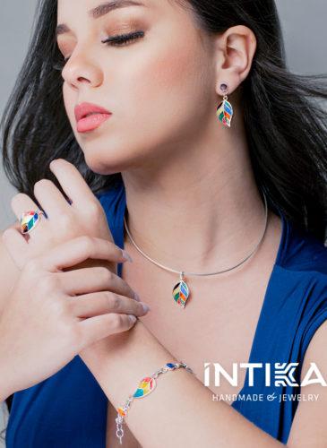 Bijoux Intika portés par un mannequin